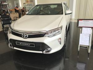 Khuyến Mãi Toyota Camry 2.5Q 2018 Màu Trắng, Mua Trả Góp Trọn Gói Chỉ 250Tr.