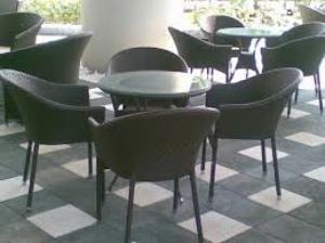 Bàn ghế cafe mặt nhựa chân gổ giá tại công ty sản xuất hàng chất lượng
