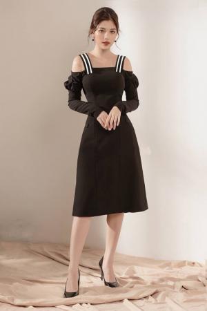 Đầm xòe tay dài bẹt vai 2 dây sọc