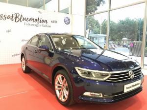 Bán VW Passat Giá Tốt, giao ngay toàn quốc, trả trước chỉ 300tr