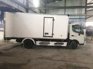 Xe tải Hino 300 SERIES thùng đông lạnh, trả trước 100 triệu giao xe ngay