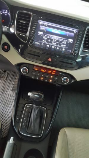 Bán Kia Rondo GATH 2.0AT màu trắng số tự động sản xuất 2016 phiên bản cao cấp nhất