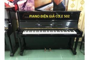 Piano Yamaha 502