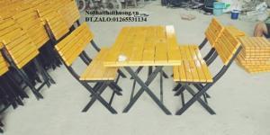 Bàn ghế xếp khung sắt mặt gỗ giá rẻ.