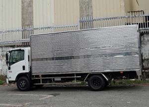 Xe tải Isuzu 3.5 tấn, thùng kín inox, trả trước 50 triệu, giao xe ngay