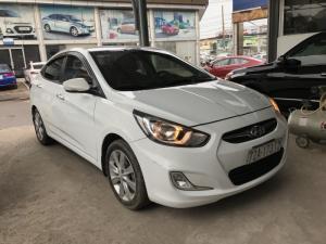 Bán Hyundai Accent 1.4AT màu trắng số tự động nhập Hàn Quốc 2012