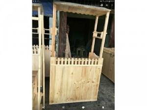 Chuyên bán quầy gỗ thông mới và bàn ghế