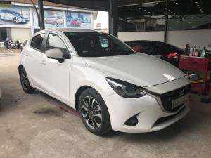 Bán Mazda 2 All new 1.5AT 5 cửa màu trắng camay số tự động sản xuất 2015