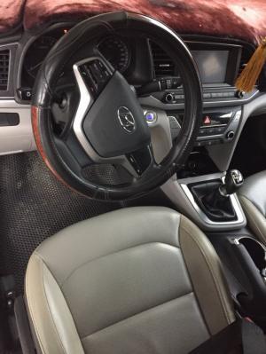 Bán Hyundai Elantra GLS 1.6MT màu bạc số sàn sản xuất 2017 biển Sài Gòn lăn bánh 33000km
