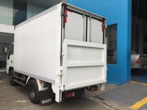Xe tải isuzu 2t4 thùng kín có bửng nâng, trả trước 100 triệu giao xe luôn