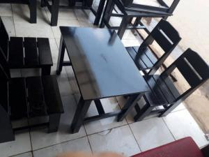 Bàn ghế gỗ cóc đa màu giá ưu đãi