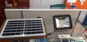 Đèn Pha Led 30W Năng Lượng Mặt Trời Giá Rẻ
