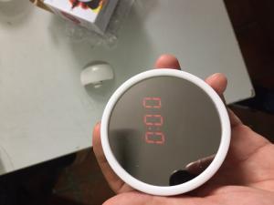 Đồng hồ kiêm gương thông minh