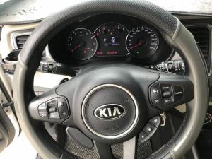 Bán Kia Rondo GAT 2.0AT màu trắng máy xăng số tự động sản xuất 2017 biển Sài Gòn mẫu mới
