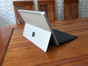 Microsoft Surface 3 Atom Z8700 Ram 2 SSD 64