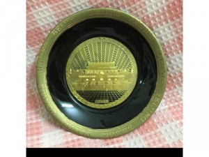 Đĩa trang trí Beijing cao cấp bằng sứ in vàng, lành nguyên, đk 15 cm, giá bán 300 k