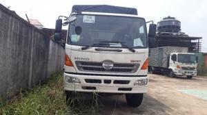 Giá xe tải Hino 16 tấn thùng mui bạt dài 9m2, trả trước 100 triệu giao luôn xe