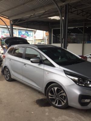 Bán Kia Rondo 2.0MT số sàn máy xăng màu bạc sản xuất cuối 2017 biển Sài Gòn mẫu mới