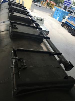 Xe Hino chở cám 25 khối