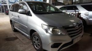 Bán Toyota INNOVA 2.0E màu bạc số sàn sản...