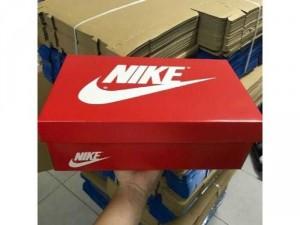 Hộp giày có sẵn