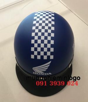In logo lên mũ bảo hiểm làm quà tặng