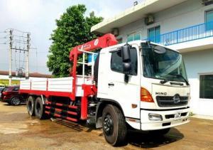 Giá xe tải Hino FL 13.8 tấn, gắn cẩu unic 5 tấn, trả trước 200 triệu, giao luôn xe