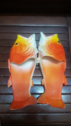 Dép cá đi biển màu đỏ cam sale hot cuối năm