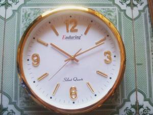 Chuyên sản xuất cung cấp đồng hồ treo tường giá rẻ, in thương hiệu, đồng hồ tròn đường kinh 35 cm