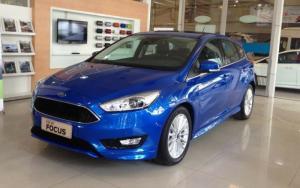 Ford Focus Sport màu xanh, trả trước 150 triệu, giao xe ngay tại Ford Gia Định