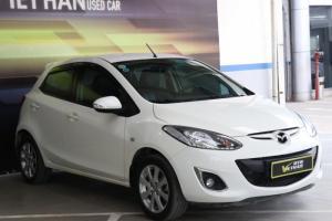 Bán Mazda 2 HB 1.5AT màu trắng số tự động sản xuất 2013 biển Sài Gòn lăn bánh 33000km