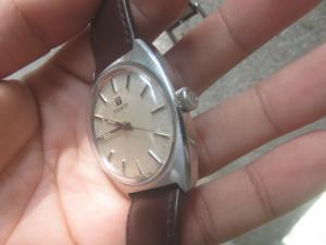 Đồng hồ Tissot cổ lên dây cót size 36  cần bán gấp trong ngày