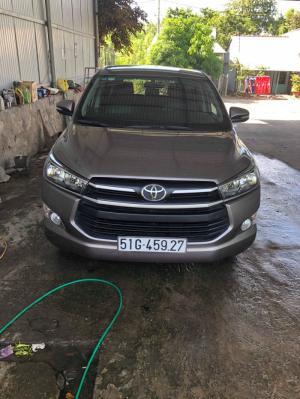 Cần bán xe Innova 2017 số sàn