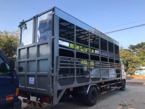 Xe tải chở xe máy Hino FC Euro4, thùng dài 9m, trả trước 200 triệu có xe giao ngay
