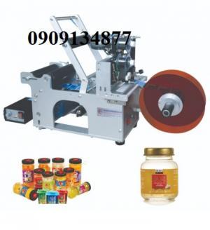 Máy dán nhãn decan hủ nhựa bán tự động có in date MT50C, máy dán nhãn hủ đựng bột, hủ hạt điều