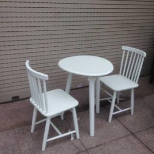 Bộ bàn ghế nhựa màu trắng