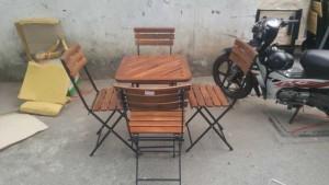 Bộ bàn ghế gỗ hình tròn bọc nệm chân trụ