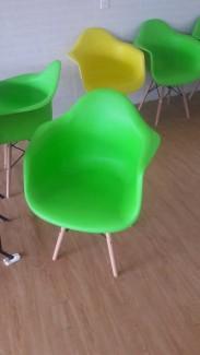 Ghế nhựa màu xanh lá,vận chuyển ngay