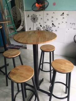 Bộ bàn ghế quán bar mặt tròn chân sắt