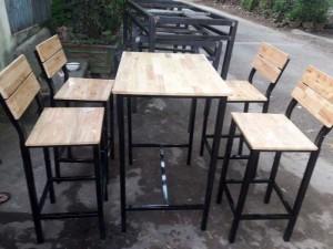 Bán bộ bàn ghế gỗ chân cao ngoài trời