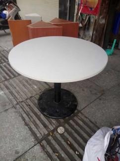 Bán bàn hình tròn màu trắng