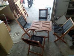 Bộ bàn ghế gỗ có lưới