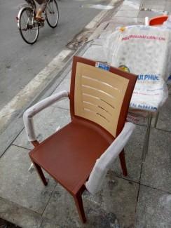 Ghế gỗ bọc nệm màu nâu