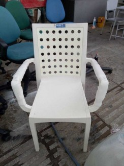 Bán ghế nhựa màu trắng