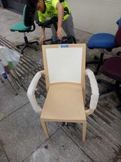 Bán ghế nhựa màu kem