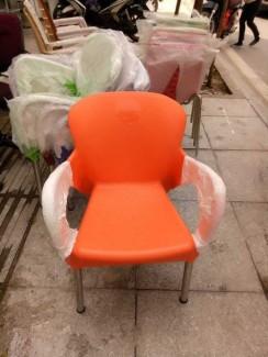 Bán ghế nhựa đúc màu cam giá rẻ