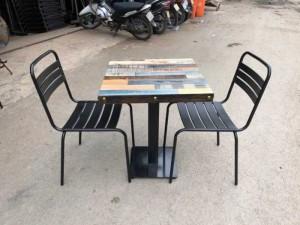 Bán bàn gỗ mặt vuông và ghế sắt khung to,giao hàng toàn quốc