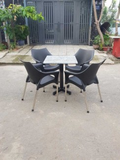 Bán bộ bàn ghế nhựa đúc nữ hoàng màu đen