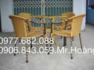 Bàn ghế nhựa giả mây màu nâu cho qán cafe sân vườn