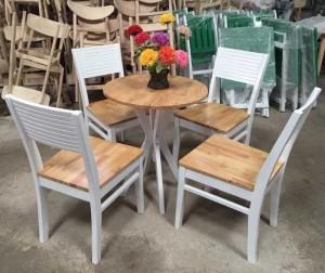 Bộ bàn gỗ mặt tròn và ghế gỗ có sơn PU màu trắng